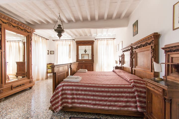 Large Apt into Historical building, Countryside
