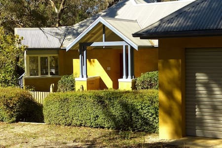 Meadow House Getaway - Ilford - Talo