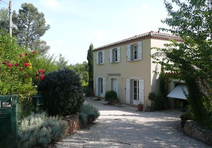 Piémont Pyrénéen, villa contemporaine avec piscine - Villeneuve-de-Rivière