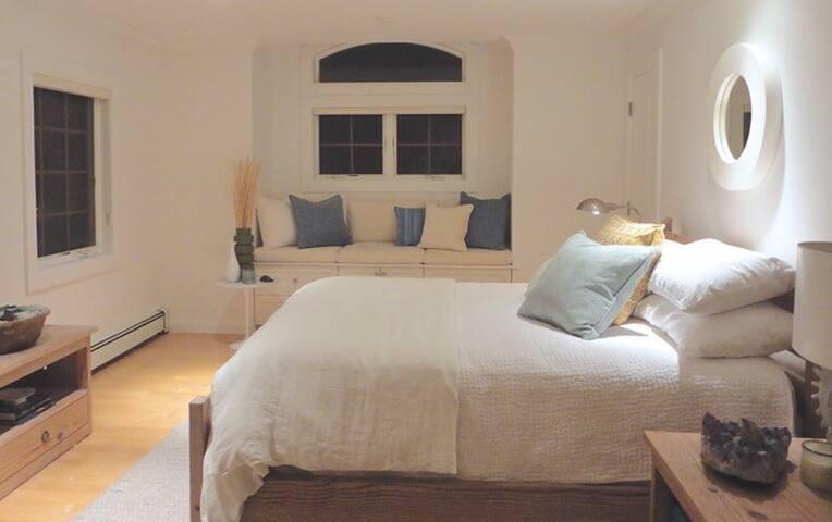 Luxurious Beach Home (Sunnyside Bedroom) - East Atlantic Beach - Ev