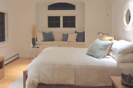 Luxurious Beach Home (Sunnyside Bedroom) - East Atlantic Beach - Haus