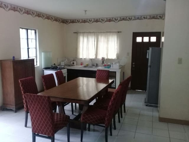 Cabuyao City, 3-Bdrm Town Center. Max. 7 Pax.