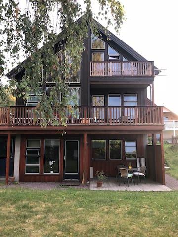 Lys og trivelig leilighet nær Ringshaugstranda.