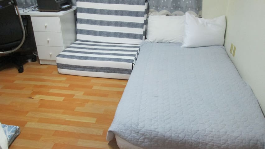 Cozy apartment house room in popular area of Seoul