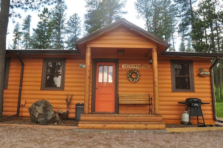 Deer Crossing Cabin at Restmore Inn - full kitchen