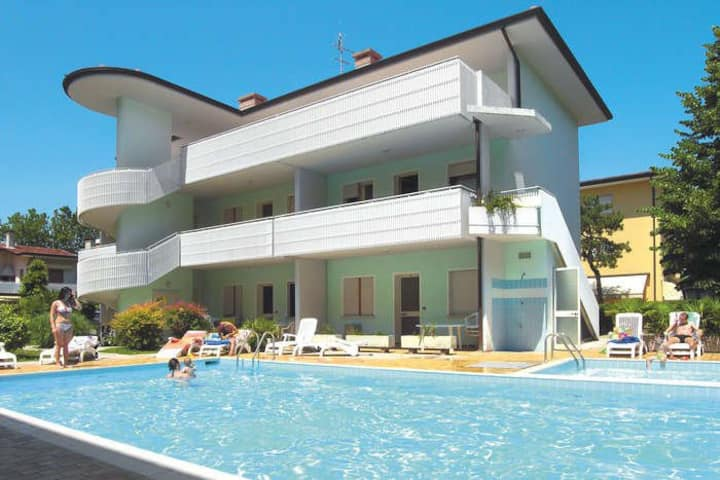 3-roomapartment close to the beach/centre pool, AC