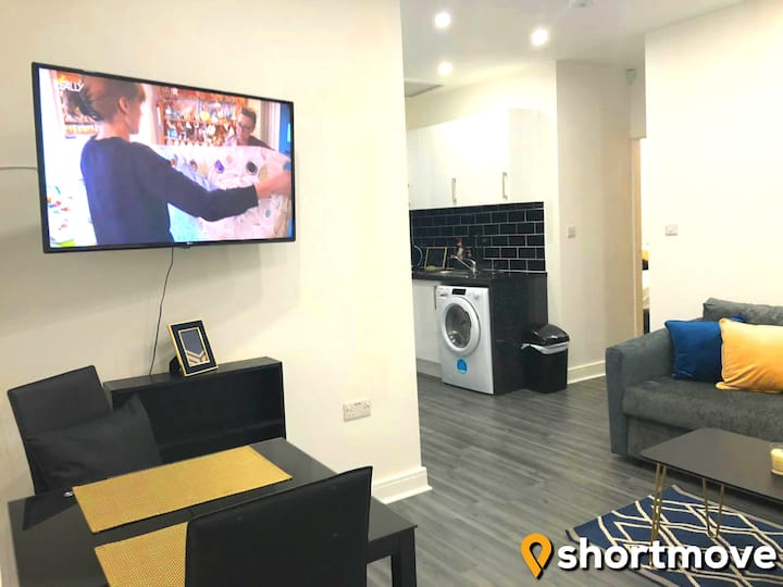 SHORTMOVE | Parking, Airport, City 10 min, Kitchen