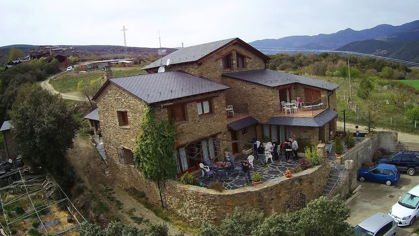 Traditional House with spectacular views over Cadí