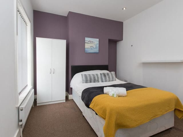 Townhouse @ Balfour St - Double Room 2