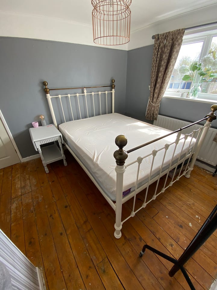 Double Bedroom in quiet village