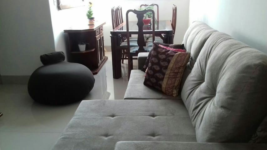 Apt seguro, confortável, st Bueno - Goiânia - Daire