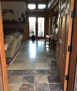 🍷Inn@Crow's Nest Ranch serene retreat/king room#1