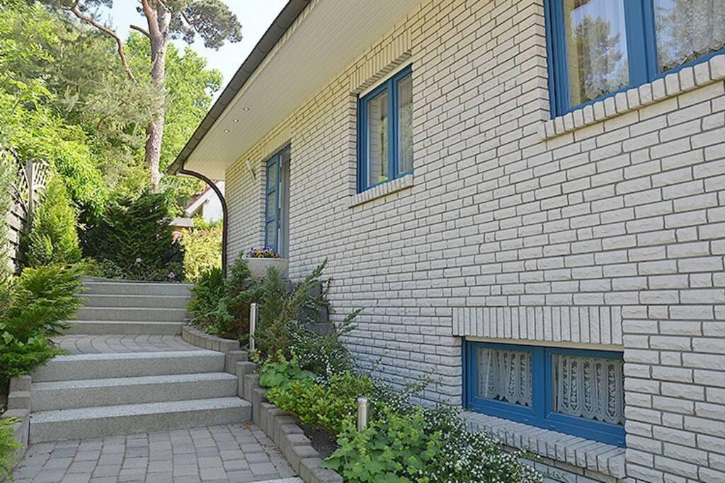 Die Hausansicht des Ferienhaus in Binz auf Rügen.