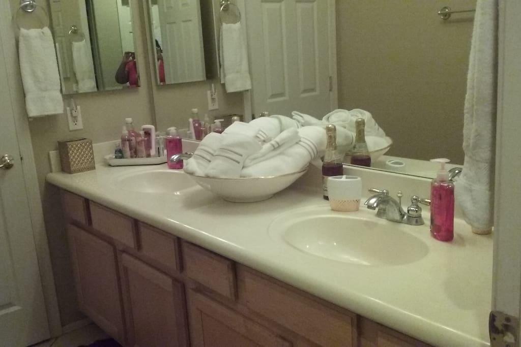 King & Queen Bathroom 1