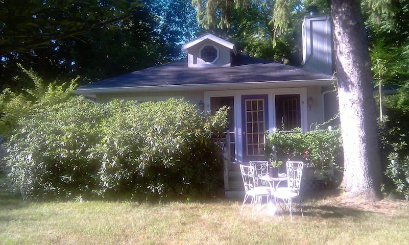 Harbor Country 4 br lake cottage in Harbert MI. - Three Oaks - House