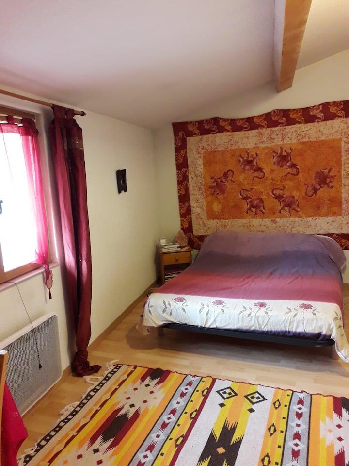 Chambre dans maison au coeur du village