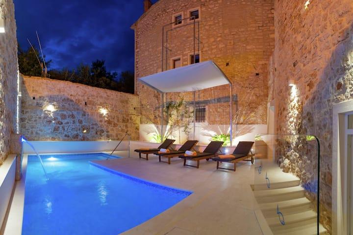 Sea-View Villa in Bol with Jacuzzi, Sauna & Whirlpool