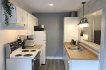 Full kitchen: oven, stove top, dishwasher, fridge, kettle, toaster, coffee bodem and drip coffee machine.