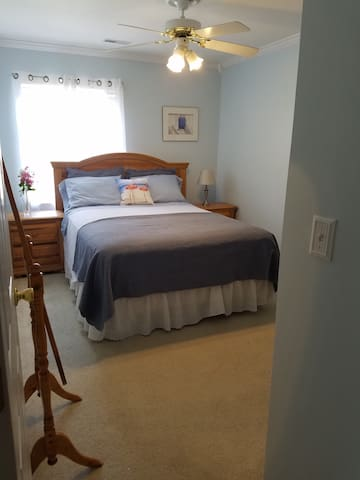 Cozy, comfortable and convient townhouse guestroom - Summerville - Stadswoning