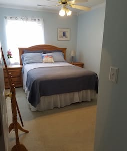 Cozy, comfortable and convient townhouse guestroom - Summerville