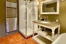 Bathroom for bedroom 3 and 4
