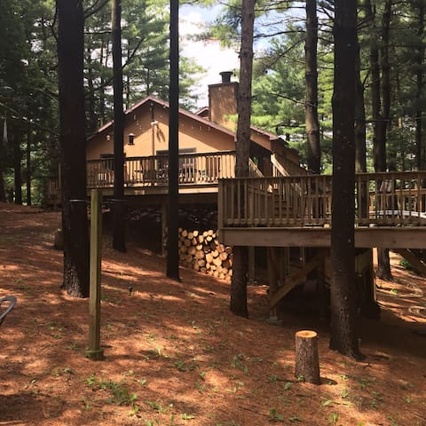 Lake Geneva area Home in the Woods.