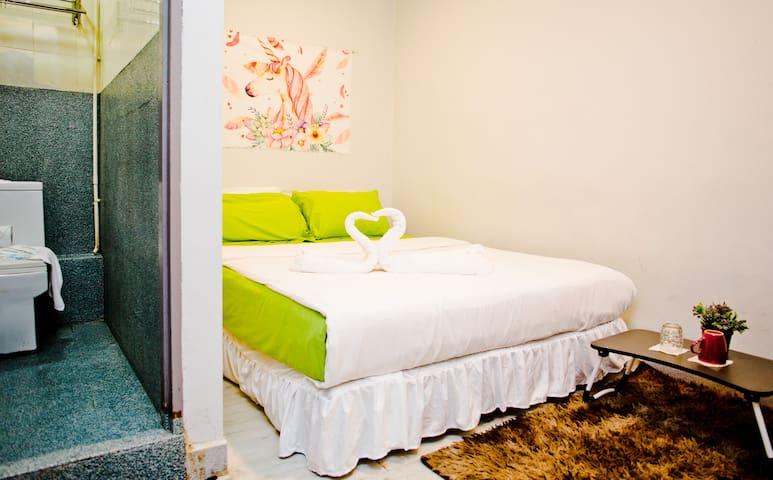 queen room + kota kinabalu city center #104