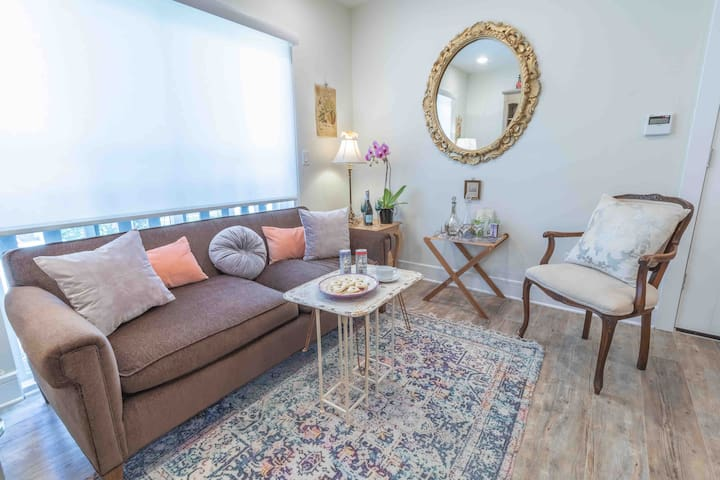 Le French Room - Clean & cozy 1/1 near Knox/Uptown