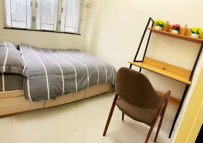 Bright 2-bedroom Apt with TERRACE @MTR