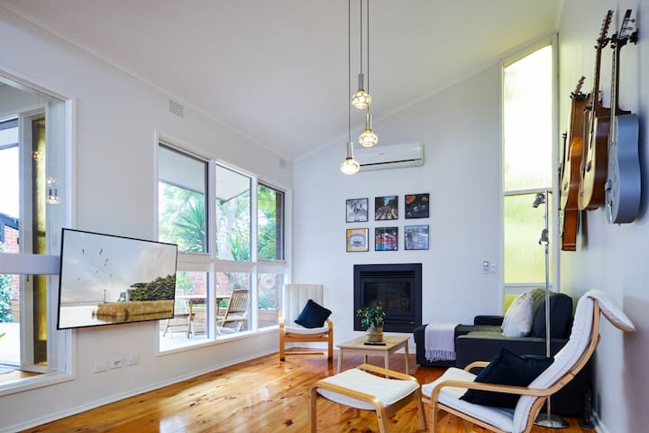 Tranquil 3 Bedroom Oasis in Leafy Mont Albert