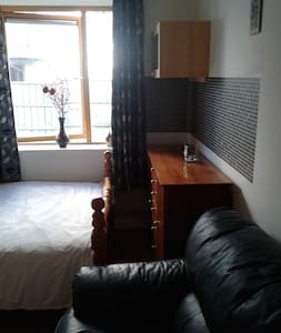 Studio + Parking, 10 mins to City! - Dublin - Apartamento