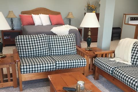 Relaxing Country Studio Suite