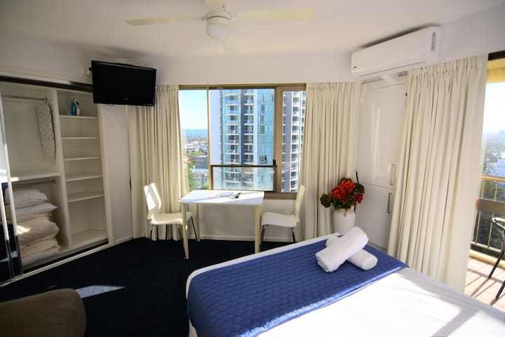 Surfer Paradise Studio Room with City View