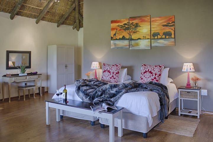 Chrislin African Lodge Sunset Hut (King or Twin) - Addo - Inap sarapan