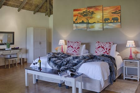 Chrislin African Lodge Sunset Hut (King or Twin) - Addo - Bed & Breakfast