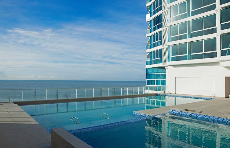 Royal Palm 1807 Ocean Front Paradise, Gorgona