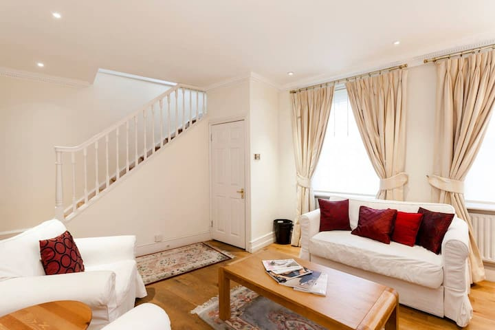Mayfair Mews House -perfect Pied-a-Terre