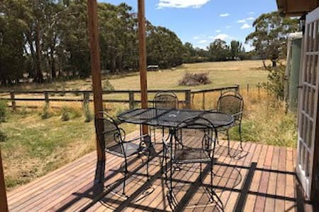 Luxury Cottage - 58 Acre Farm Stay @ Hanging Rock
