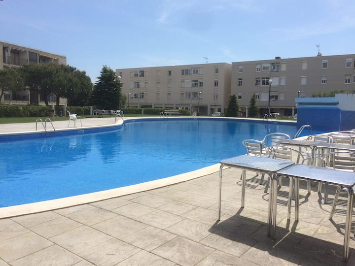 Family Holiday Flat with Parking close to BCN