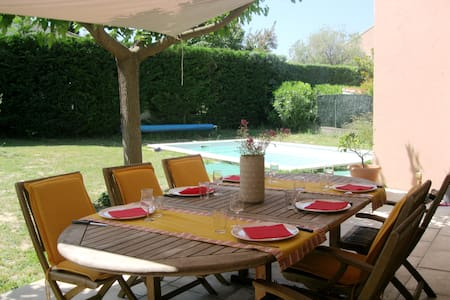 Charming Villa in the Bandol vineyard - Hus