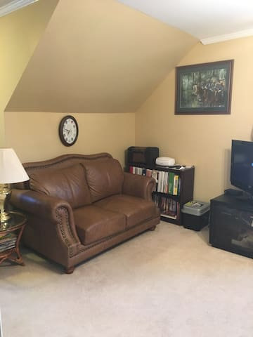 Private Suite in Lovely Home Near Wesleyan College - Macon - House