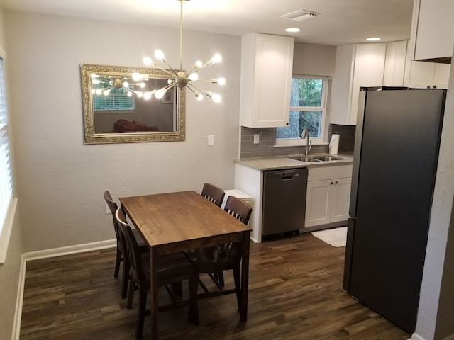 Remodeled 2 bedroom/1 bath HOUSE close to downtown