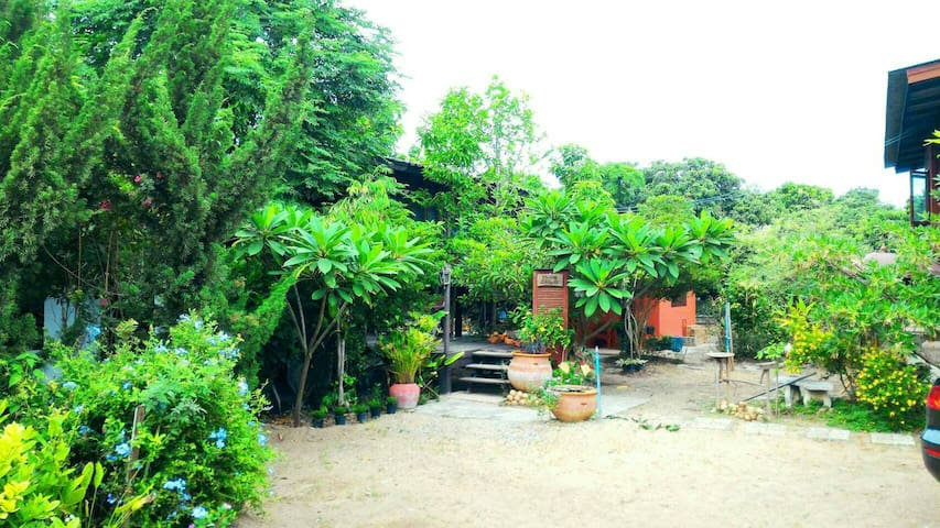 Bann Doilor Garden house close to nature Thaistyle