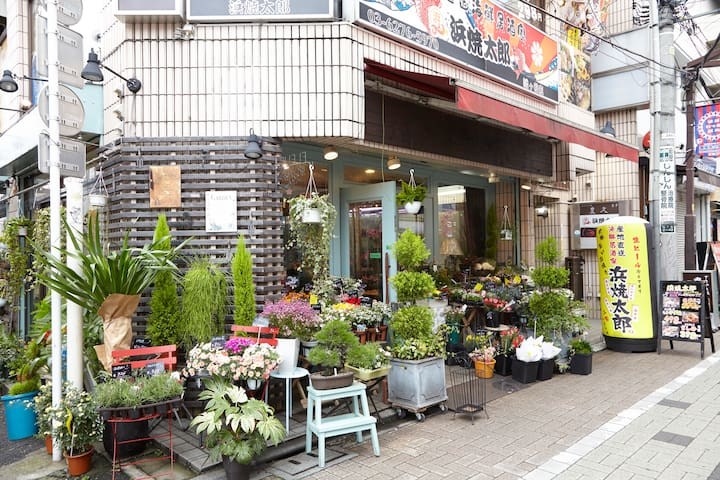 Flower shop from my place, it takes 3 minutes to walk