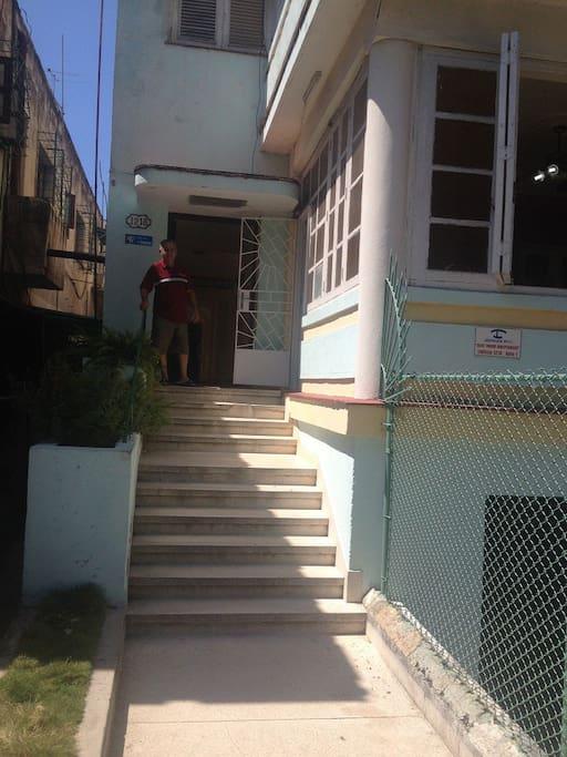 Frente y Entrada de la Casa