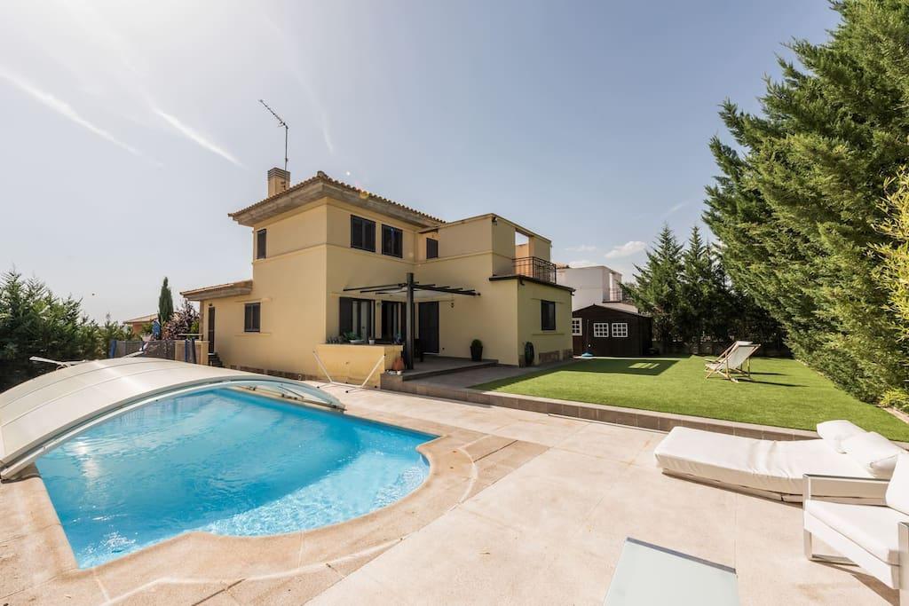 Chalet con jard n y piscina privada casas en alquiler en for Piscina 24 horas madrid
