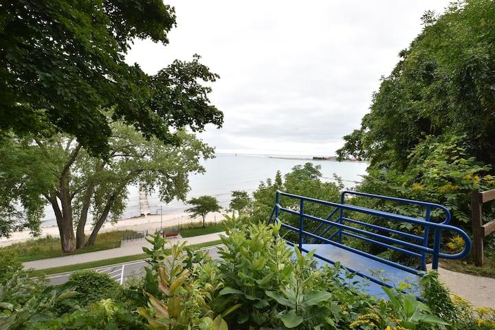 Carriage House Sheboygan, Lake Mich beach access!