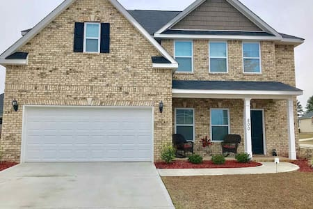 Spacious Master Bd Close to Base 4 mi /7 mi by HMC