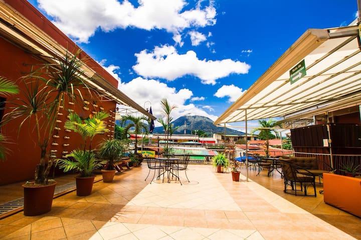 Hotel Las Colinas- Estándar en la terraza