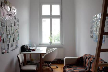 Zimmer in Altbau-WG / Cosy room in WG / Tempelhof - Berlin
